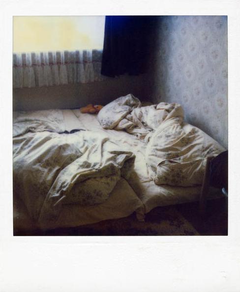 Stasi-Polaroid aus einer durchsuchten Wohnung.